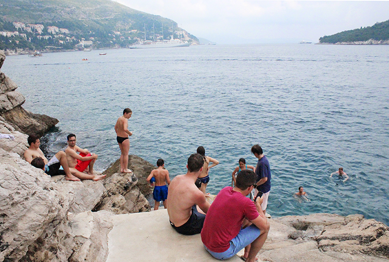 Tanning in Dubrovnik - Buza Bar 3