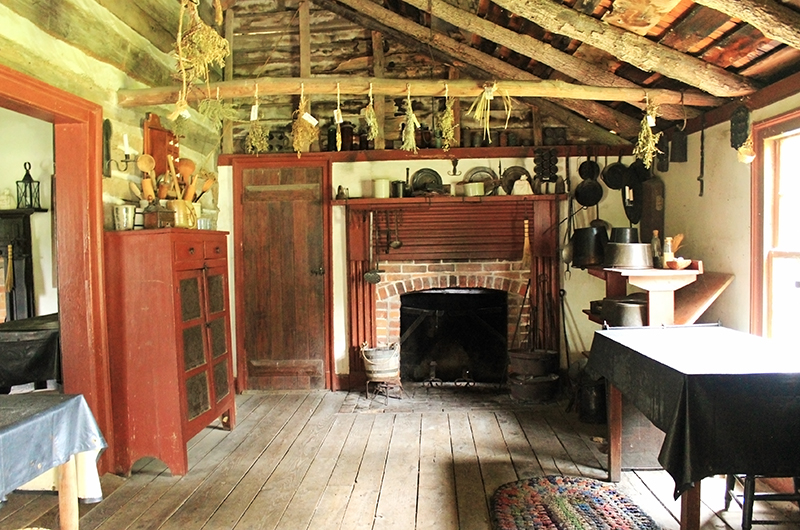 Missouri Town 1855 - Inside Traditional house