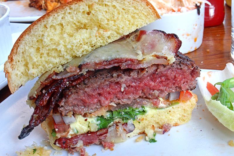 Haché Burger, Camden - Half canadian burger
