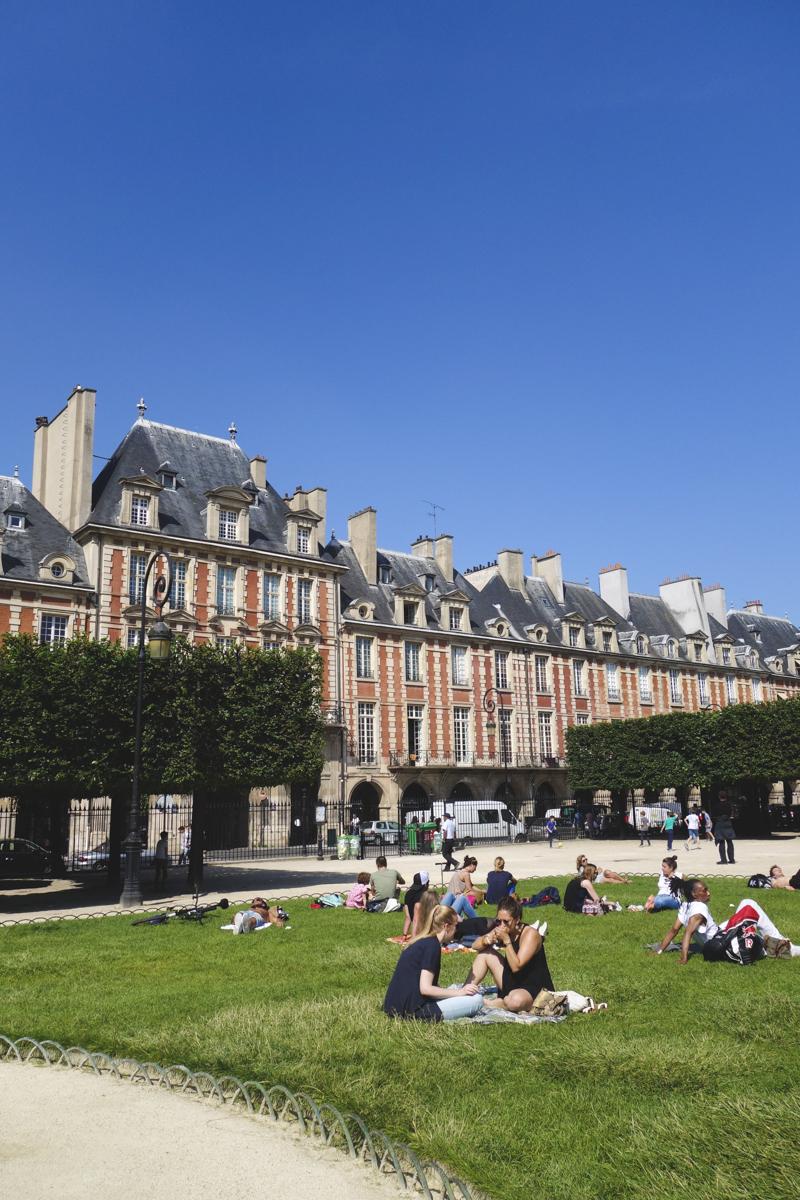 Le Marais - Place des Voges 2
