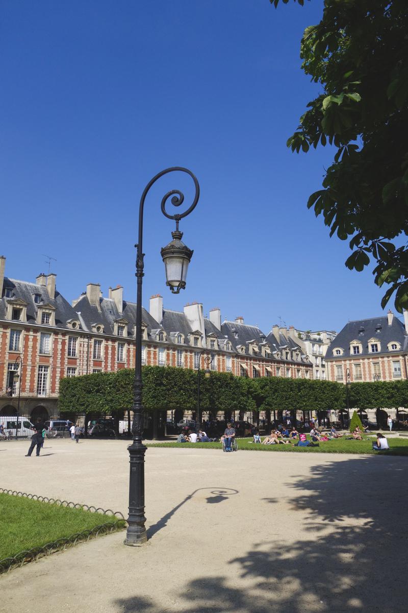 Le Marais - Place des Voges 3